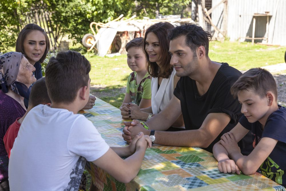 Am stat de vorbă cu familia pentru a afla mai multe despre membrii ei, despre pasiunile lor, despre visurile lor