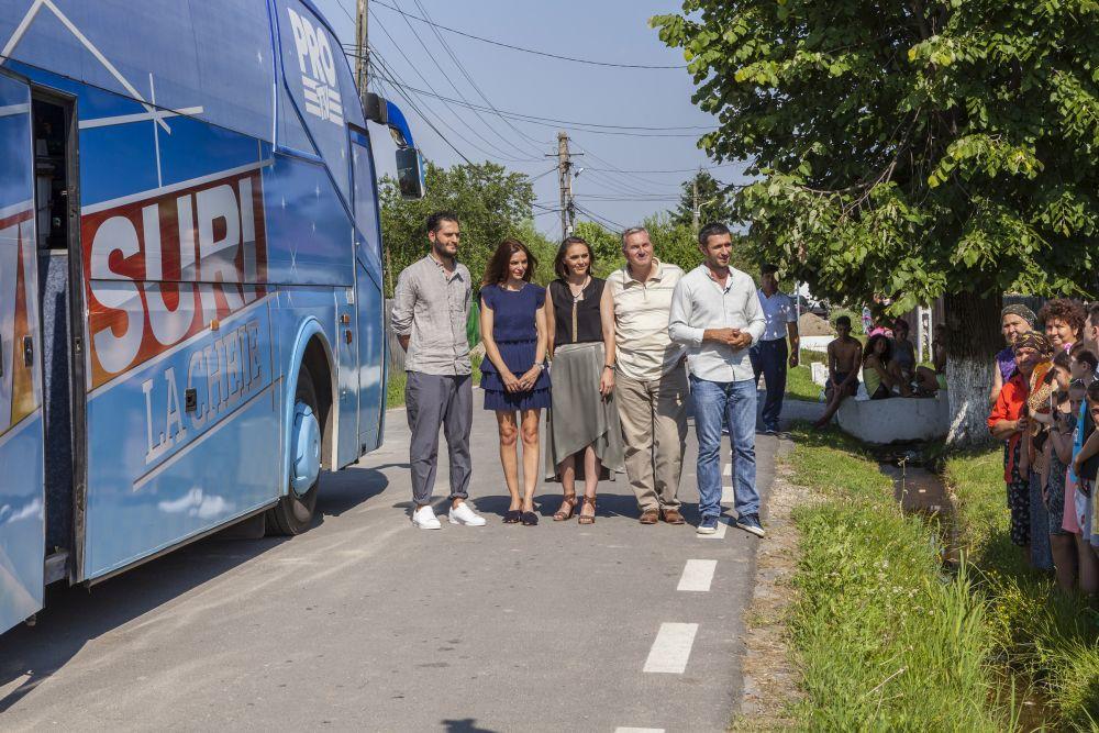 Momentul când ne pregăteam să vină familia ca să mutăm autocarul Visuri la cheie.