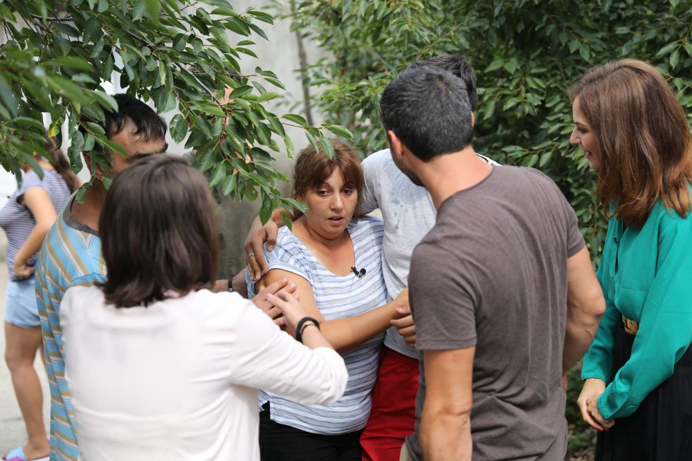 Corina Marinoiu, mama lui Flavius a avut un șoc când ne-a văzut. Chiar ne-a fost teamă că va trebui să chemăm salvarea.