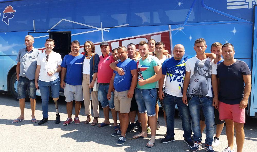 Alături de Alex Tache și echipa fantastică de meșteri din echipa lui Florin Brînzan, echipă care a rridicat această casă în doar 3 săptămâni.
