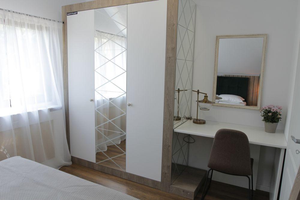adelaparvu.com despre casa familiei Marinoiu, episodul 6, sezonul 4, Visuri la cheie, Foto ProTV, dormitor matrimonial (3)