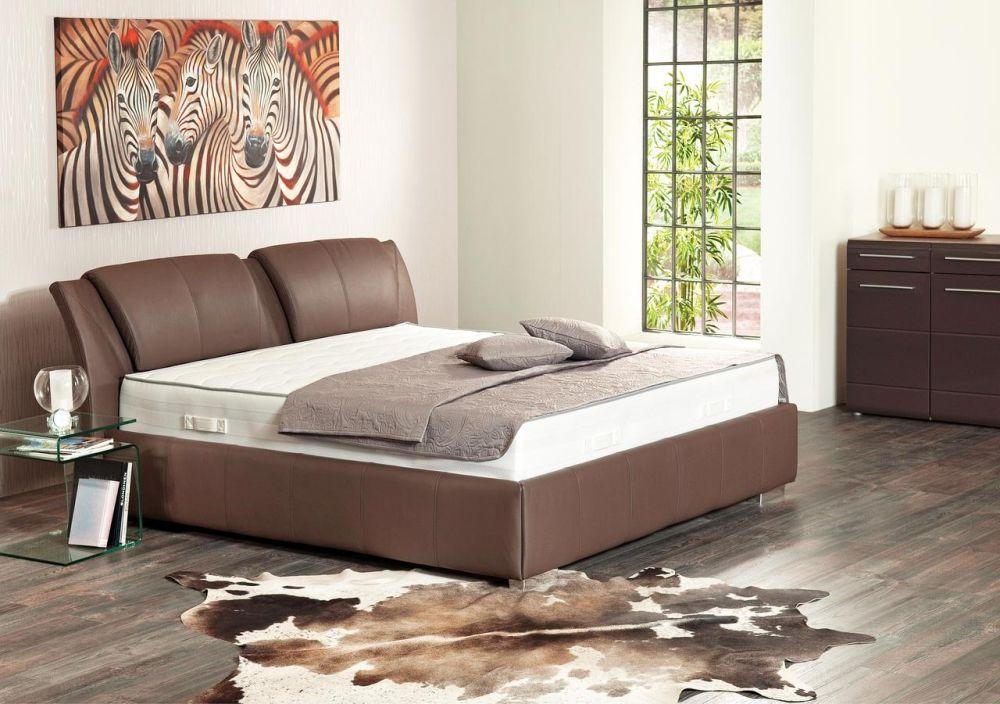 Colectia Trendline. Vezi preț informativ AICI. Acets model de pat este cel mai vândut la kika pentru că poate fi comandat în zeci de variante de tapițerie, stofă, piele naturală, piele ecologică, fiecare disponibile în numeroase culori și modele.