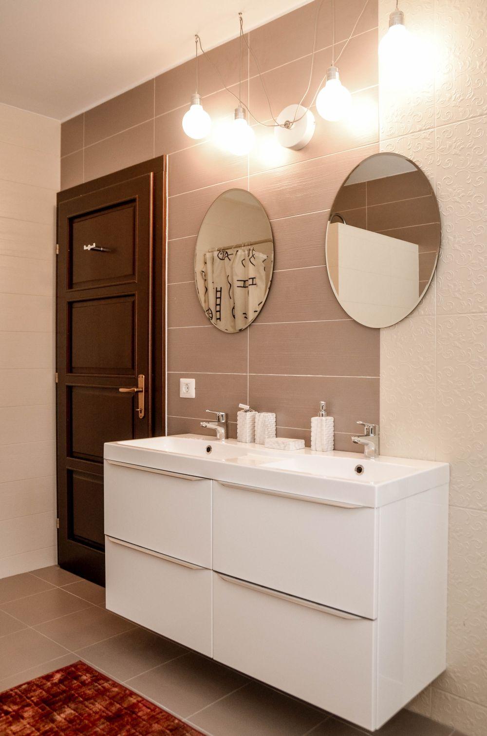 adelaparvu.com despre reamenajare casa Oradea, premiul Kaufland Traieste Fresh, design Ara Design Studio, baie matrimoniala (3)