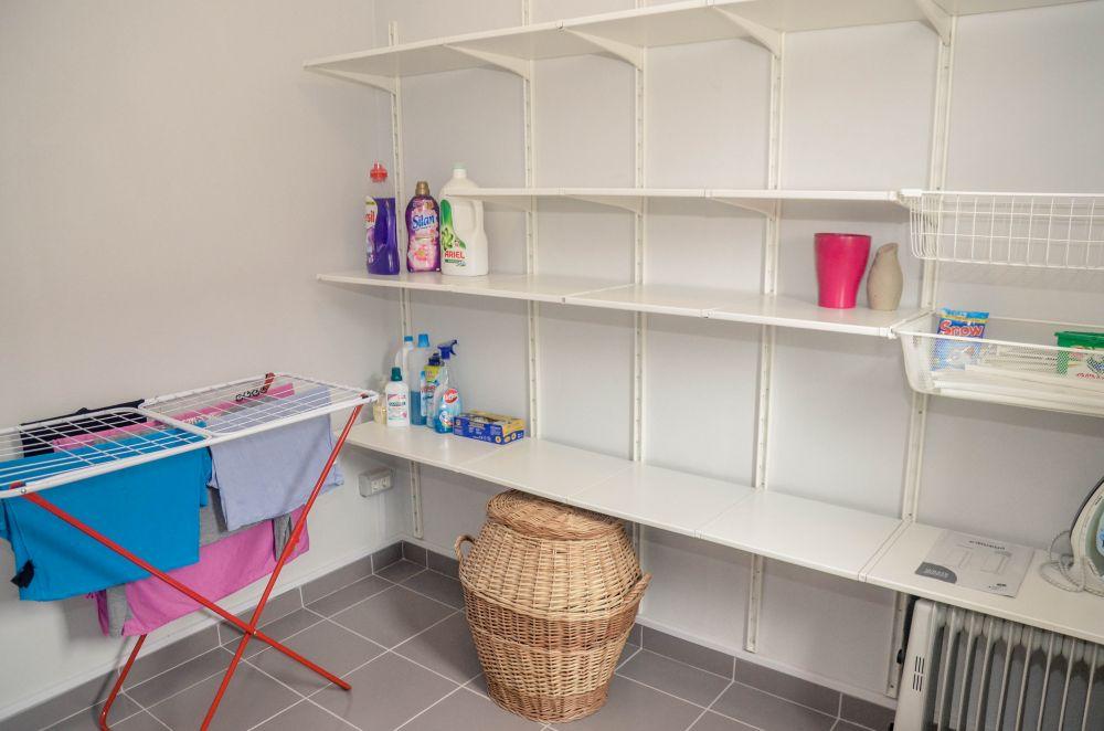 adelaparvu.com despre reamenajare casa Oradea, premiul Kaufland Traieste Fresh, design Ara Design Studio, spalatorie (1)