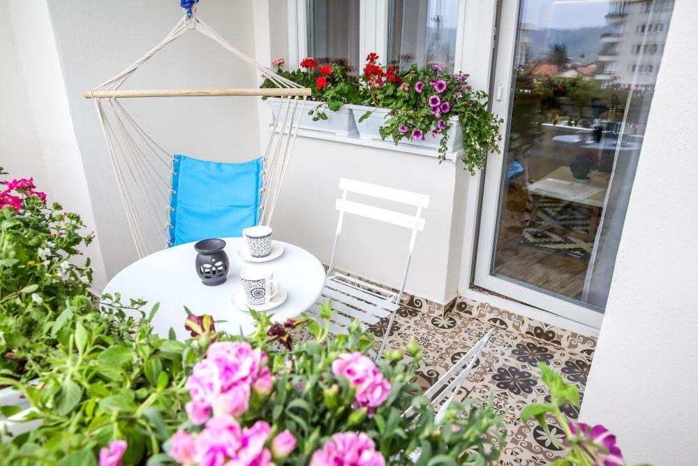 adelaparvu.com despre renovarea apartamentului familiei Jitaru din Campina, episodul 7, sezonul 4, Visuri la cheie, balconul (2)