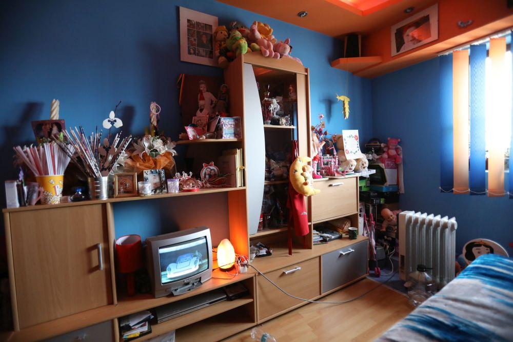 Camera fetițelor și de fapt a întregii familii înainte de renovarea făcută de către echipa Visuri la cheie.