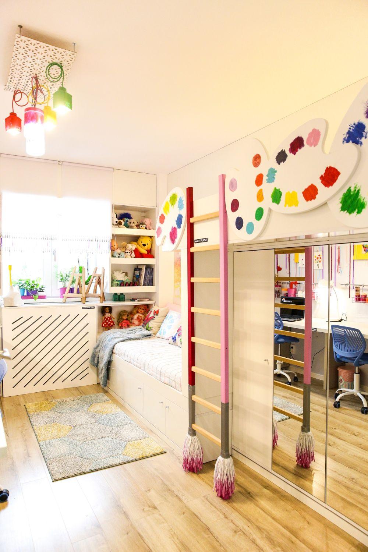 Pentru că Andra și Ștefania pictează și și-au dorit un loc pentru pictură, am creat întreaga încăpere ca un loc creativ care să le inspire.