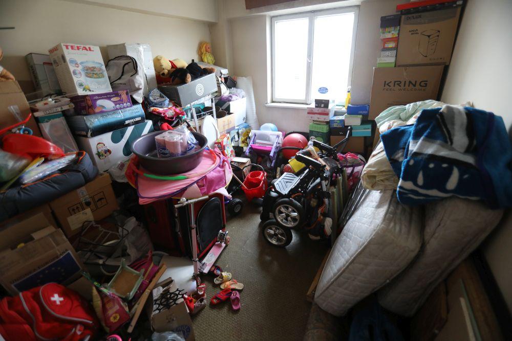 Îninate de renovarea fpcută de către echipa Visuri la cheie, dormitorul părinților era folosit ca și cameră de depozitare.