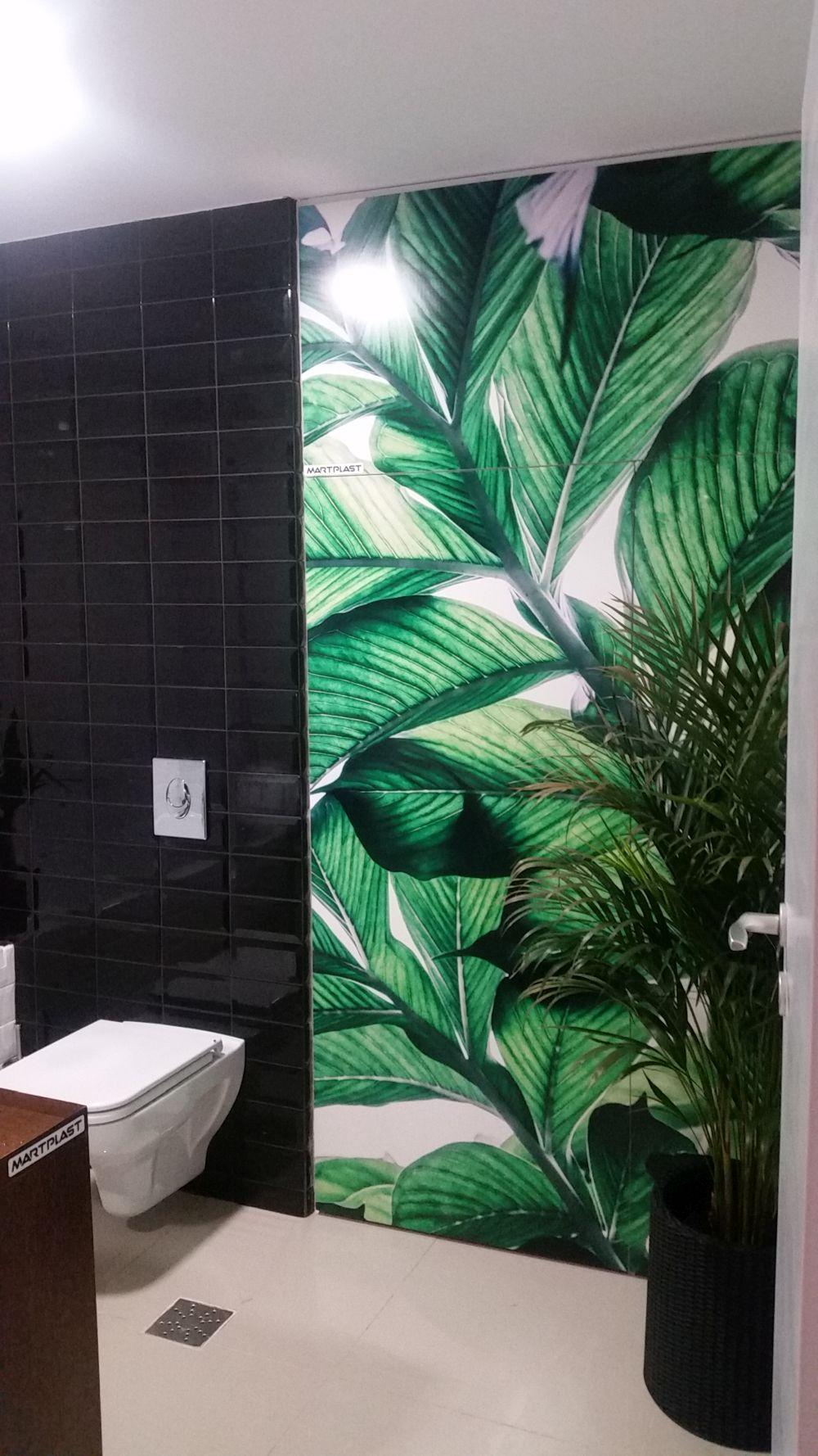 Tema florală și vegetală a fost păstrată și în baie prin prezența placările imprimate furnizate de către Martplast.