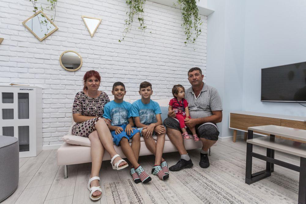 Familia la final încă șocată de transformarea casei.