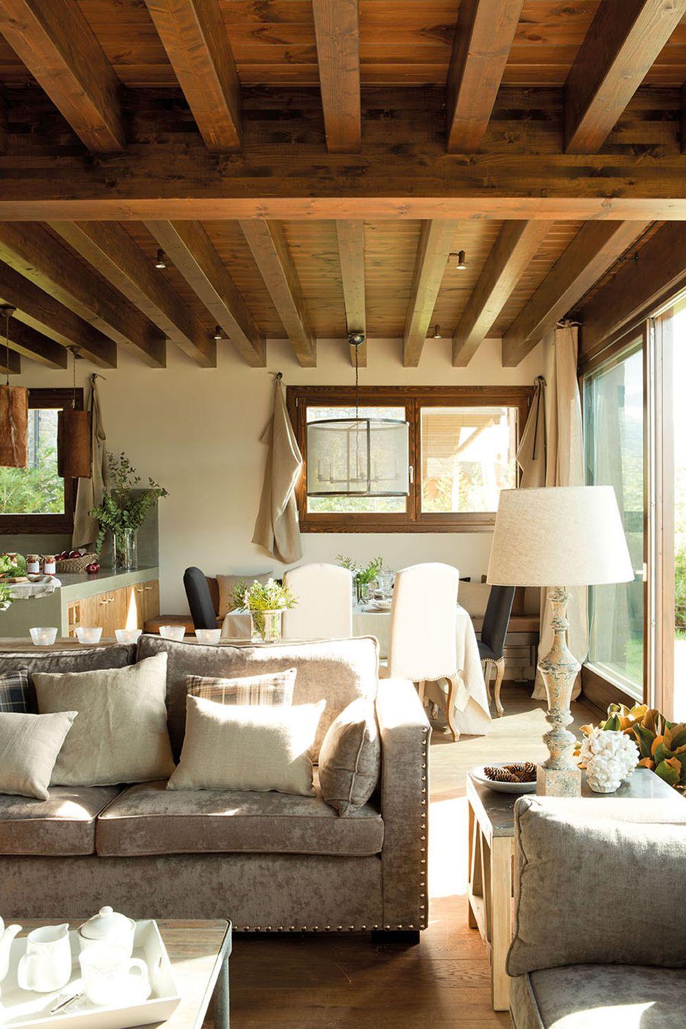 adelaparvu.com despre casa cu plafon rustic, dar amenajare urbana, designer Jeanette Trensig, Foto ElMueble (2)