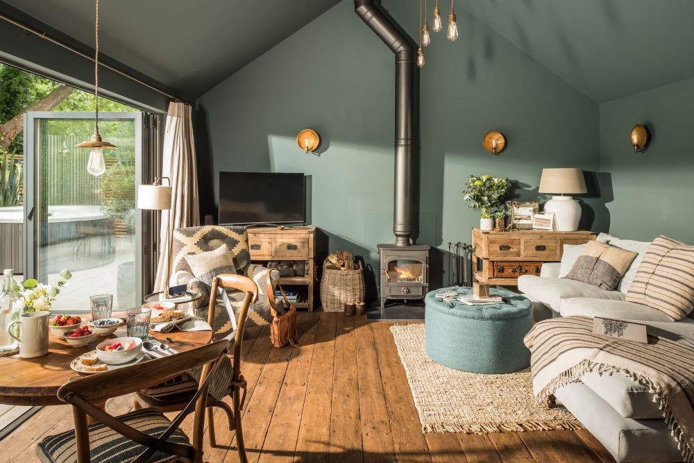 adelaparvu.com despre casa mica in Marea Britanie, turcoaz si lemn si caramida, casa de oaspeti, The Sanctuary, Unique Home Stays, Foto Unique Home Stays (23)
