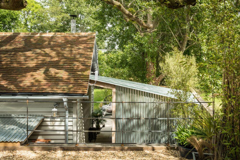 adelaparvu.com despre casa mica in Marea Britanie, turcoaz si lemn si caramida, casa de oaspeti, The Sanctuary, Unique Home Stays, Foto Unique Home Stays (42)