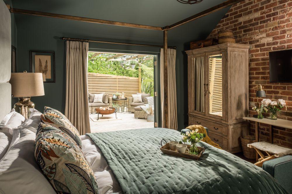 adelaparvu.com despre casa mica in Marea Britanie, turcoaz si lemn si caramida, casa de oaspeti, The Sanctuary, Unique Home Stays, Foto Unique Home Stays (7)