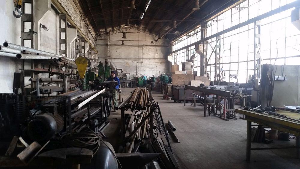 Hala fabricii Aktdecor mi s-a părut ca un decor de-a dreptul cinematografic.
