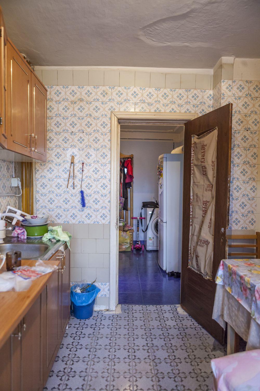 Spațiul fostei bucătării a devenit camera fetiței.