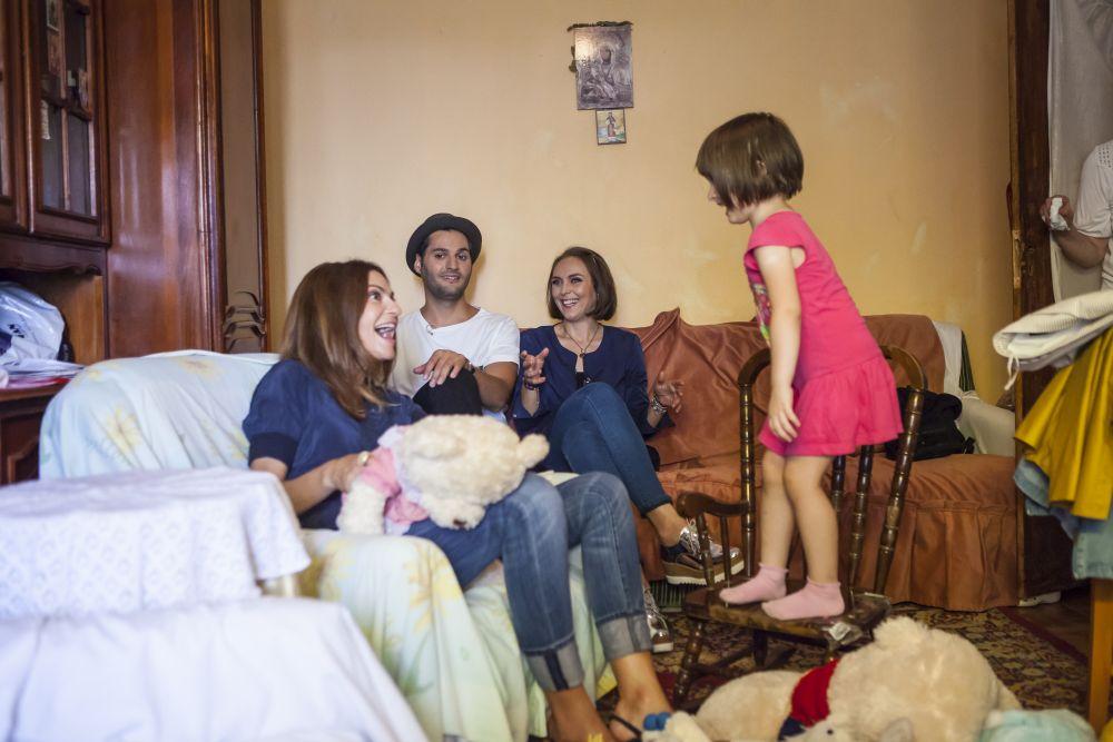 clipe petrecute cu familia înainte de renovare, când am încercat să aflăm cât mai multe despre membrii ei