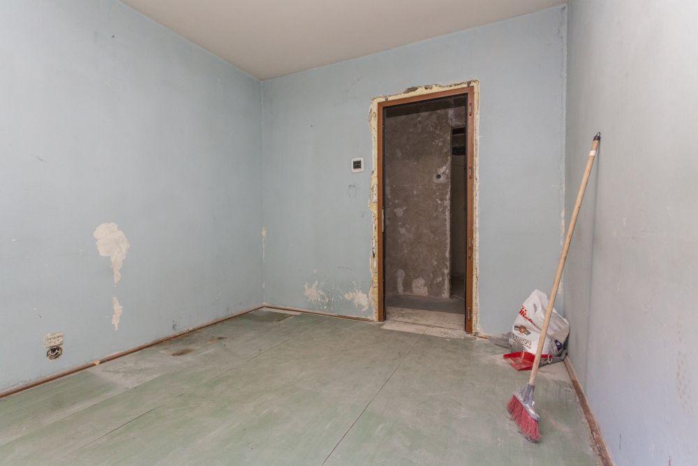Camera lui Stefan înainte de renovarea Visuri la cheie