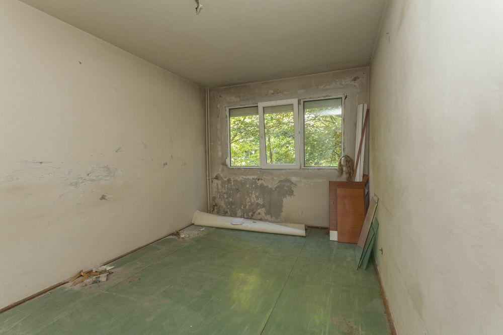 Dormitorul matrimonial înainte de renovarea Visuri la cheie