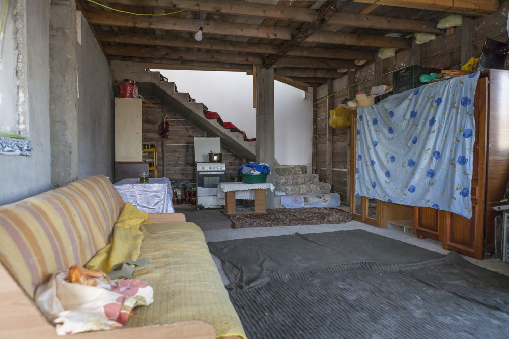 adelaparvu.com despre renovarea casei familiei Ispilat din Niculesti, episodul 11, sezonul 4, Visuri la cheie, living (2)
