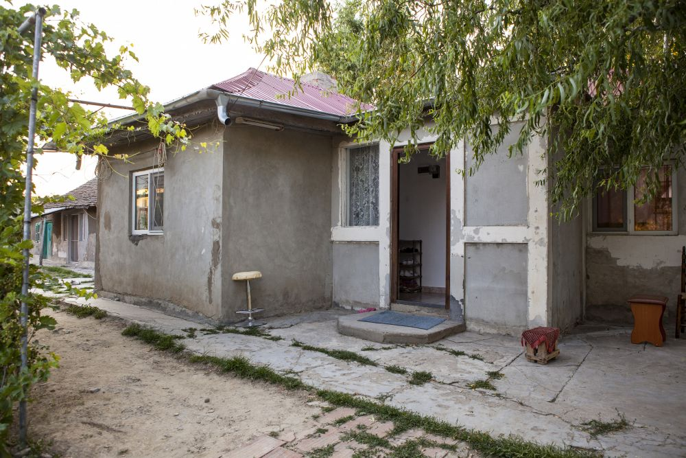 Casa veche înainte de renovarea făcută de către echipa Visuri la cheie.