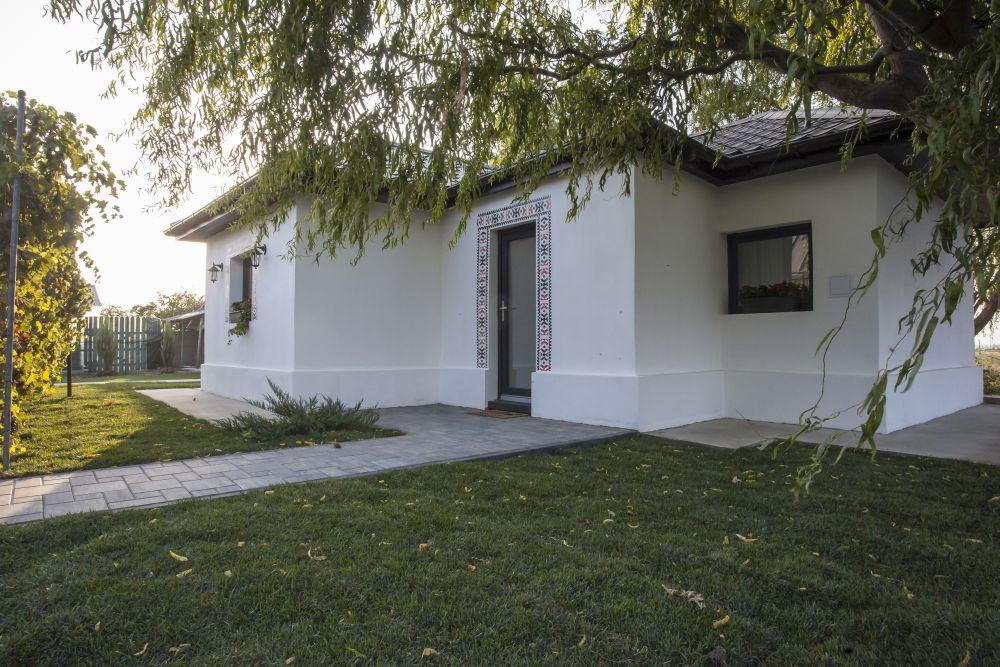 Casa veche după renovarea făcută de către echipa Visuri la cheie.