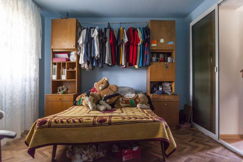 Dormitorul băieților a devenit parțial bucătărie și parțial baie.