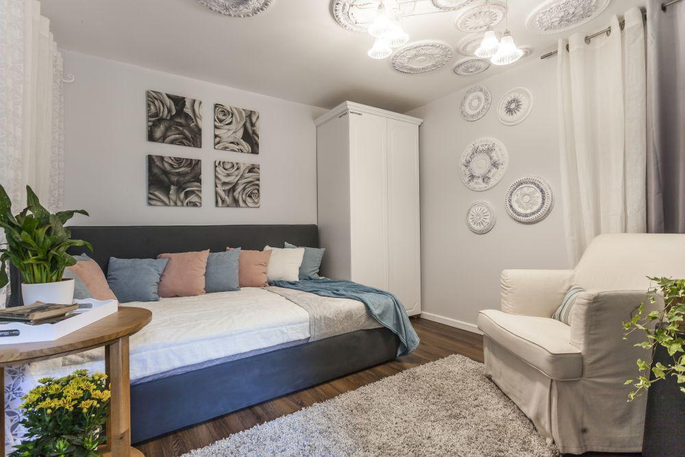Dormitorul mamei după renovarea făcută de către echipa Visuri la cheie.