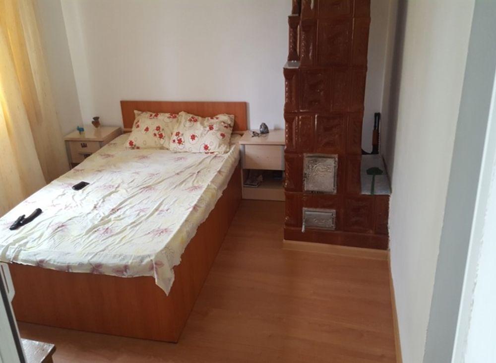 Îninte de renovare spațiul pentru living era un dormitor cu sobă.
