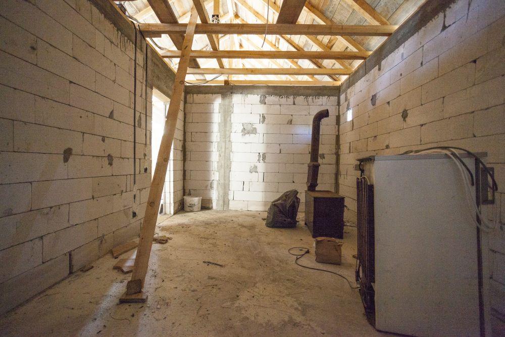 Dormitorul lui Cătălin înainte de renovarea făcută de Visuri la cheie.