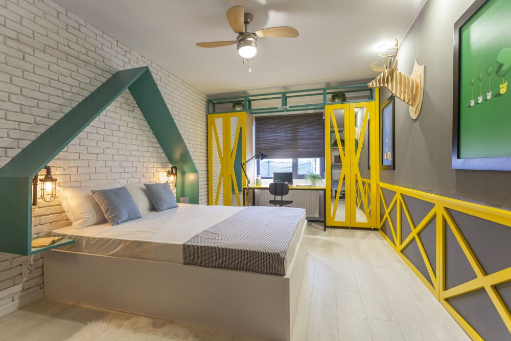 Dormitorul lui Cătălin după renovarea făcută de către Visuri la cheie.