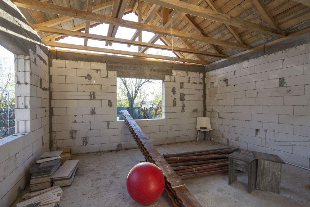 Spațiul înainte de renovare, care a devenit dormitorul bunicii