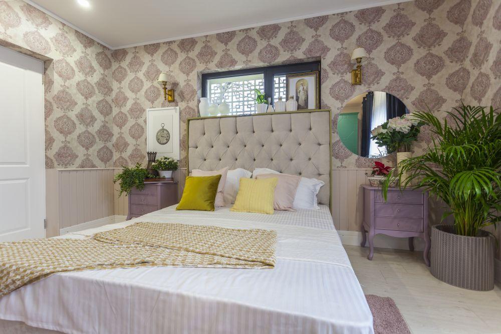 adelaparvu.com despre renovarea casei familiei Manaila, Rosiori de Ialonita, episodul 13, sezonul 4 Visuri la cheie, dormitor bunica (9)