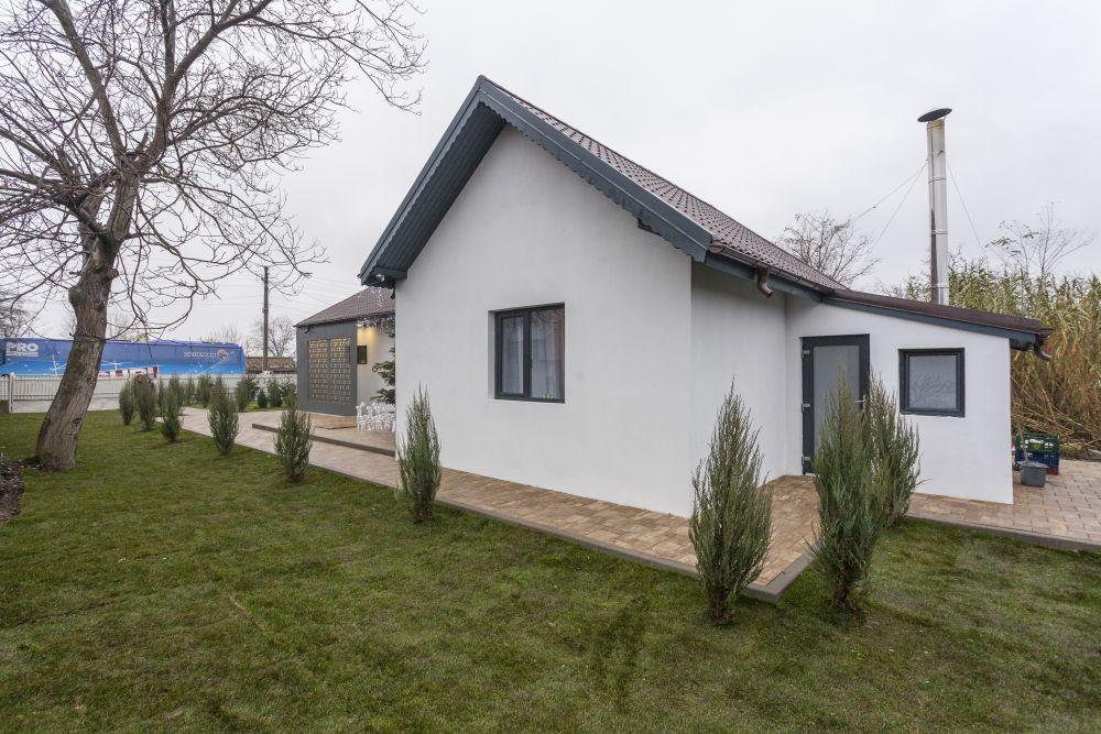 Anexa din spatele casei este locul pentru centrala termică.