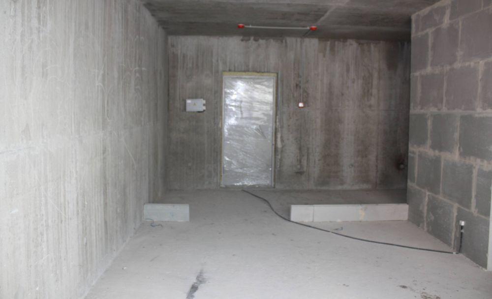 Zona ușii de intrare înainte de amenajare.