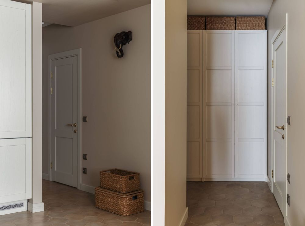 Pe holul separat de bucătărie și cu ușa de acces către baie sunt configurate dulapuri generoase.