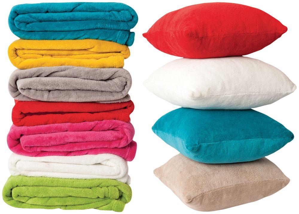 În gama TEX găsești și pături și perne cu textile flaușate, moi și confortabile.