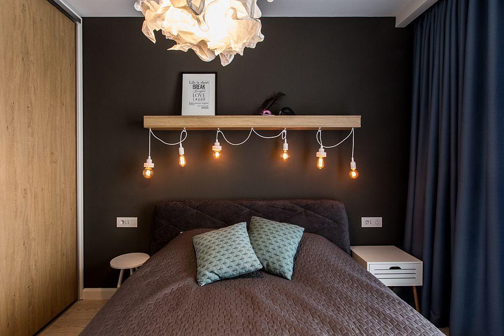 Deauspra patului a fost realizată o instalație mai creativă cu surse simple și becuri Edison. Raftul de deasupra maschează și instalația din spate necesară alimentării surselor. O piesă realizată pe comandă la firma care a făcut toată mobila din casă și anume Mob Design Oradea.