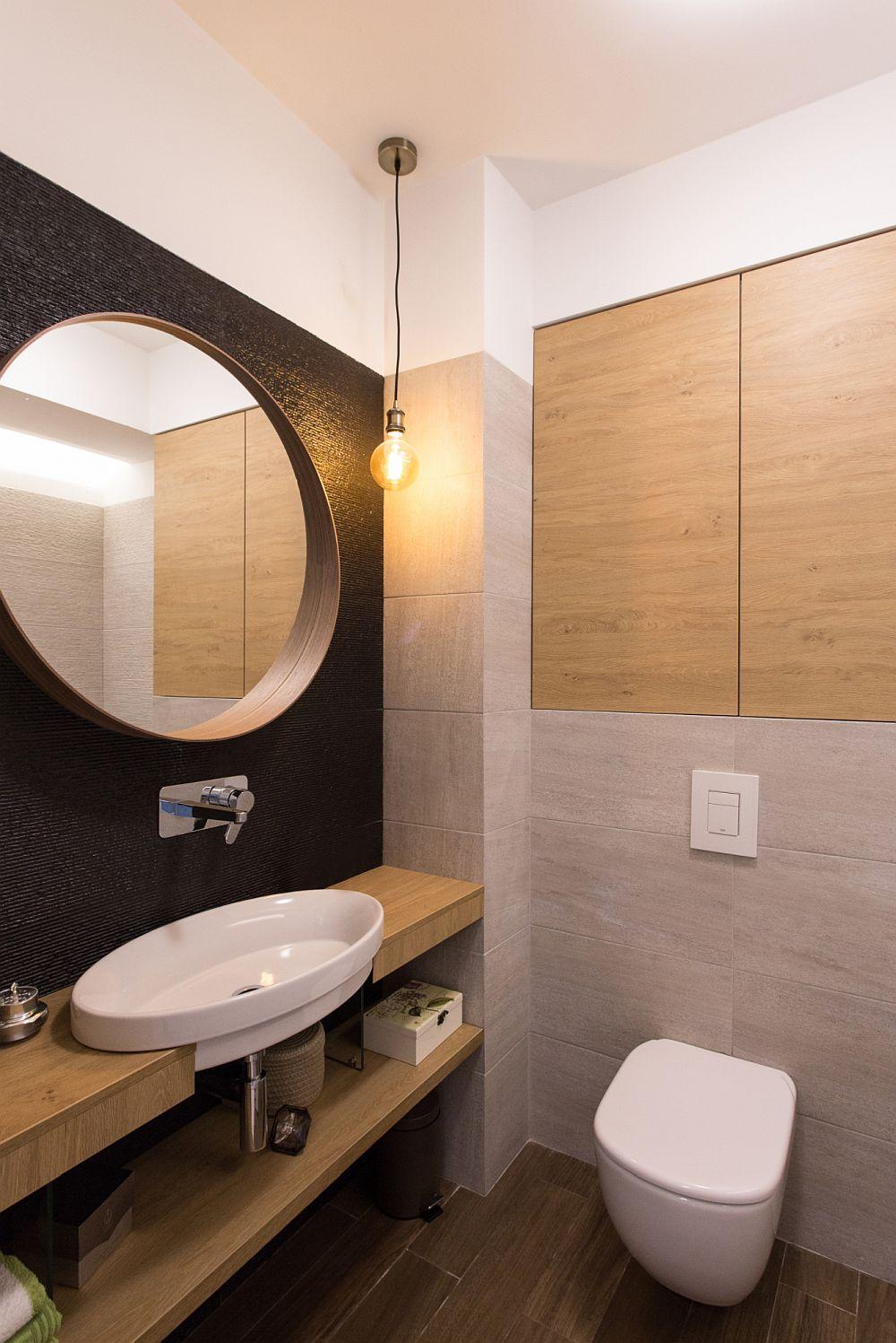 Baia matrimonială este tratată funcționalși actual cu mobilier realizat pe comandă la Mob Design Oradea și plcăi ceramice de la Nova Ambient Oradea.