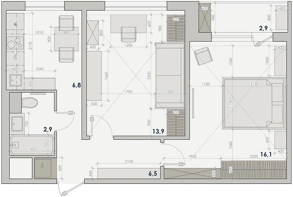 Planul inițial al locuinței a fost păstrat pentru că toți pereții sunt portanți. Singurul artificiu reușit a fost ca în imediata vecinătate a ușii de intrare, pe stânga să fie realizată o nișă în care să fie adăpostită mașina de spălat rufe. Ea este conectată la instalațiile din baie.