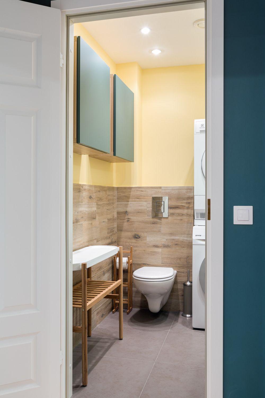 Baia de serviciu este și locul mașinii de spălat și al uscătorului. Pentur a fi creat spațiul necesar electrocasnicelor, s-a renunțat la zona de duș. Dar având în vedere că logiile au fost înglobate în spațiul destinat locuirii, uscătorul era necesar.