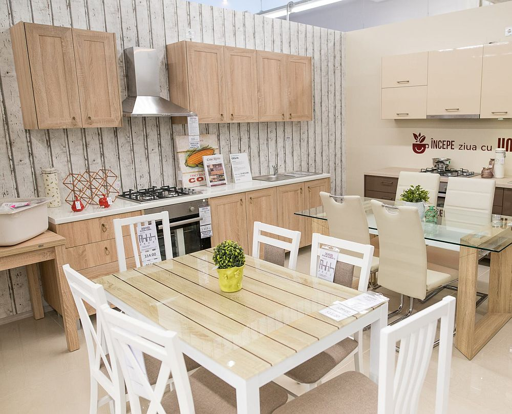 La Casa Rusu, în noile magazine, așa cum este și cel din Oradea, ai variate modele de mobilier modular pe care ai posibilitatea să-l adaptezi spațiului tău, dar și piese independente.