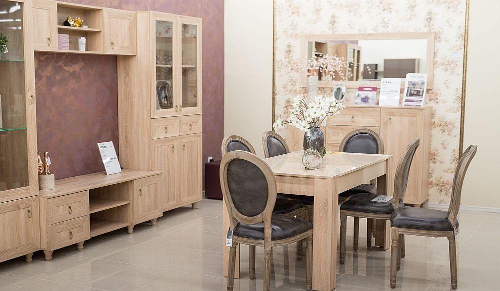 Pentru cei care caută modele mai clasice ori piese pentru ambiente rustice, găsesc în oferta Casa Rusu ceva ce poate fi adaptat. În magazinul din Oradea am dat peste aceste scaune pe care nu le-am găsit pe site.