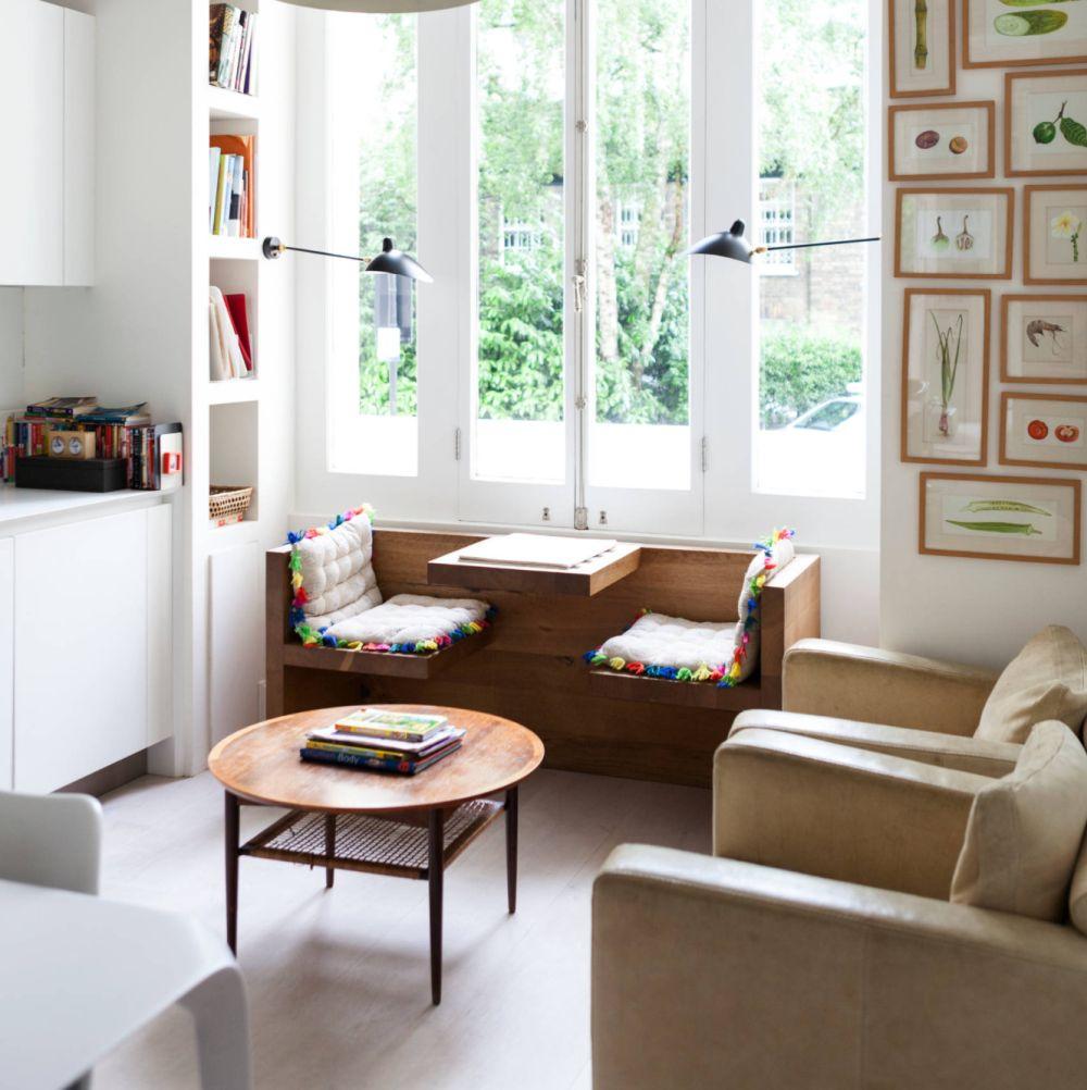 O piesă de mobilier care invită la joacă poate fi un motiv bun pentru ca juniorii să-și dorească să fie mai mult timp prezenți alături de părinți în camera de zi. Foto Domus Nova