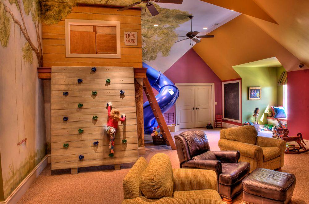 Genul de cameră pentru familie unde părinții care se simt copii au loc să se joace cu cei mici. Un vis atât pentru copii, cât și pentru adulți. Foto Gabriel Builders.