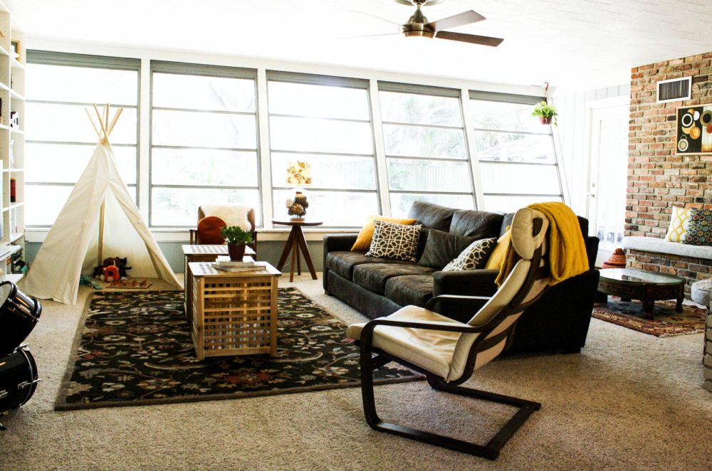 Un cort ridicat în camera de zi poate fi refugiul celor mici, dar și locul pentru jucării. Foto Mina Brinkey.