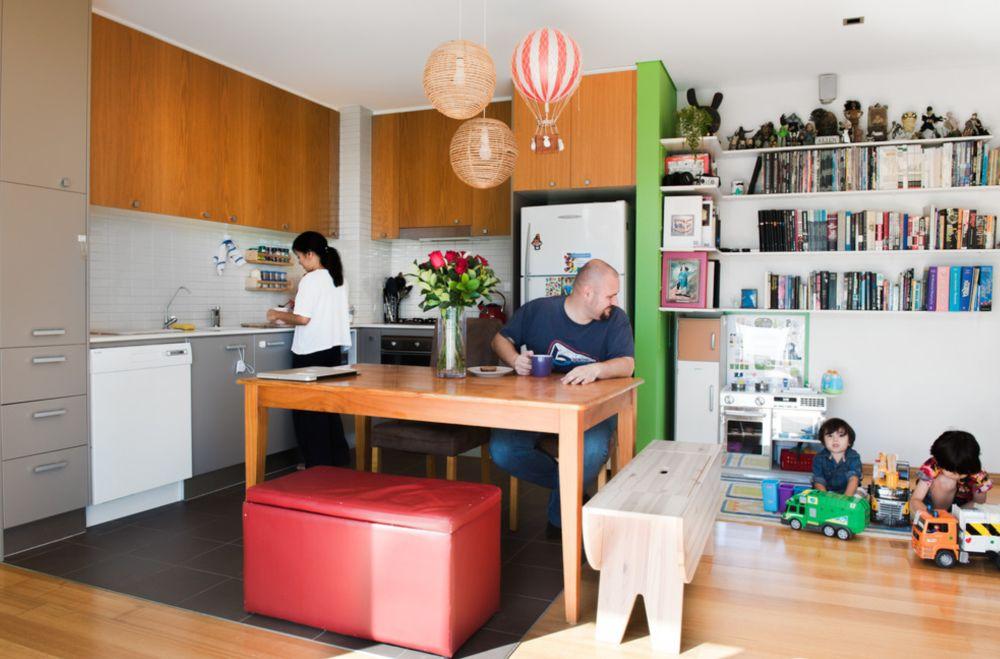 Bucătăriile deschise nu doar că dau impresia de spațiu, dar oferă cadrul perfect pentru ca familia să petreacă mai mult timp împreună. Foto Ryan Linnegar.
