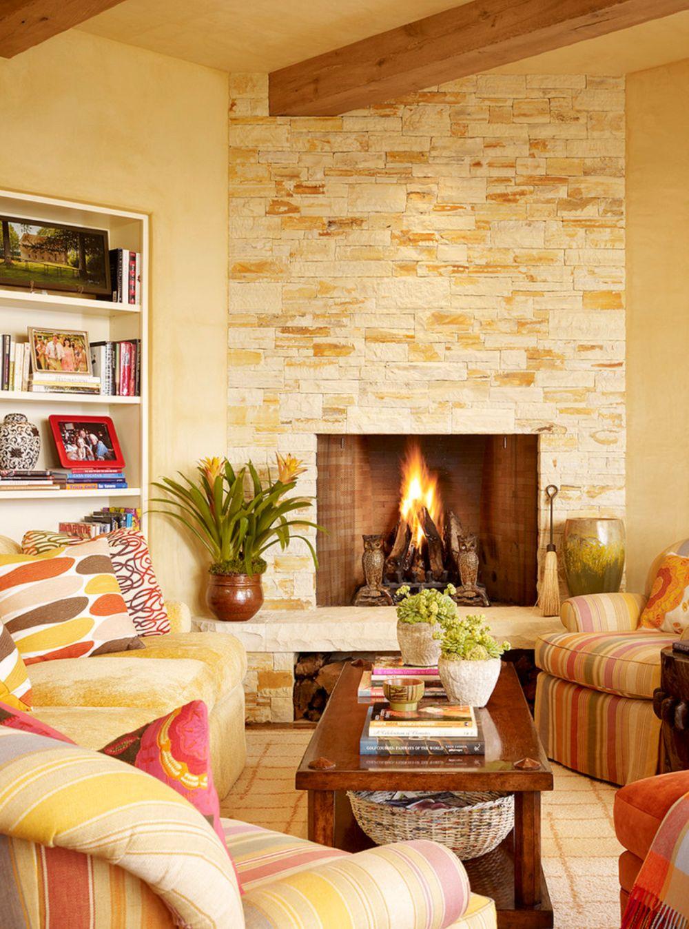 Locul de siestă amenajat în prelungirea sufrageriei familiei este vesel și plăcut, grație nuanțelor țesăturilor decorative folosite aici.