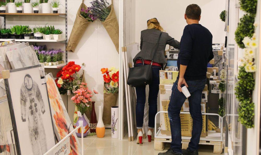 În magazinele Casa Rusu ai și o gamă variată de decorațiuni, nu doar mobilă.