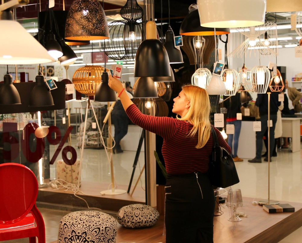 În magazinele Casa Rusu ai să găsești și o gamă actuală de corpuri de iluminat la prețuri bune.